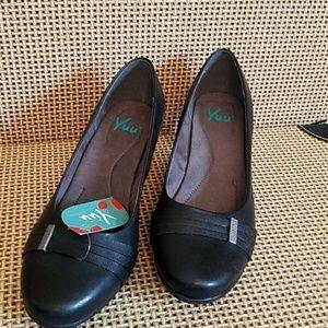 NWT Yuu black heels